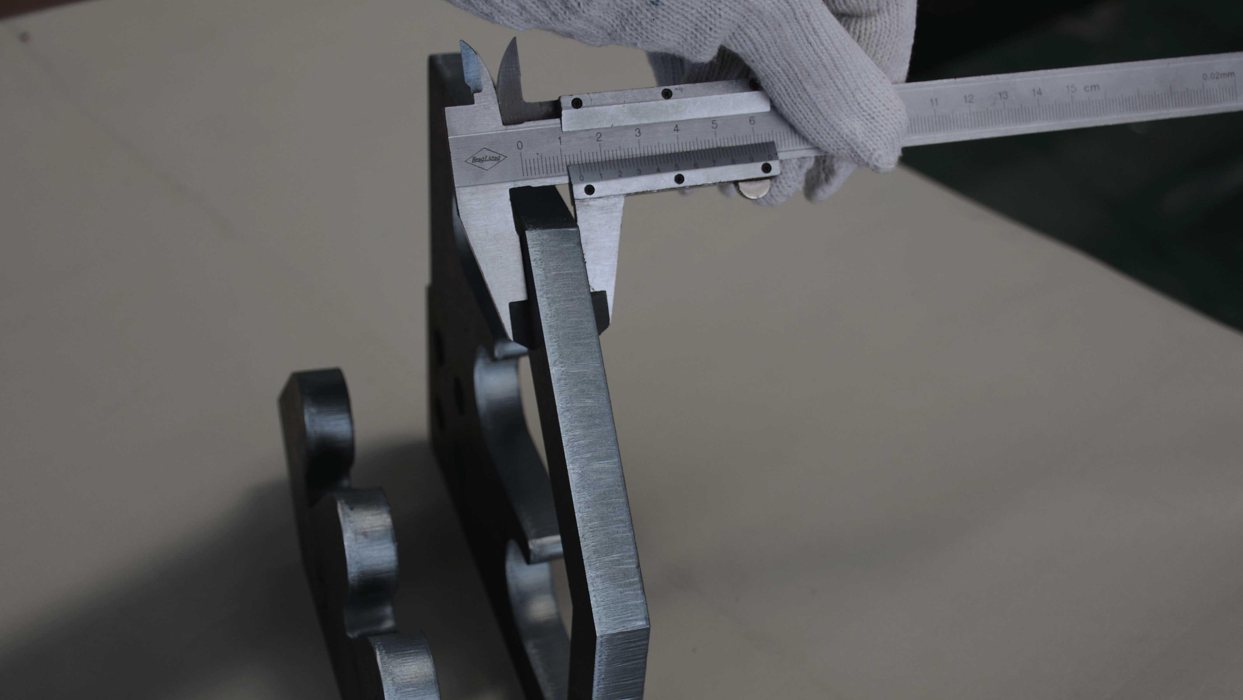 Comment couper l'acier carbone avec une coupe brillante en utilisant la machine de découpe laser de haute puissance de 12kw
